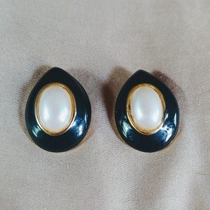 Retro Vintage Black Gold & Faux Pearl Earings